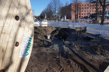 Kelallinen kaapelia valmiina kaapelinvetoon Tampereella Hatanpäänkadulla