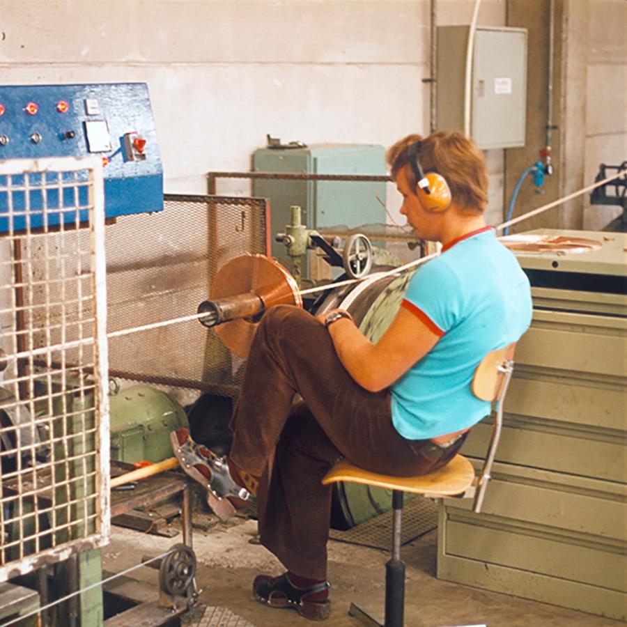 1973 – Fabrikken i Keuru tas i bruk